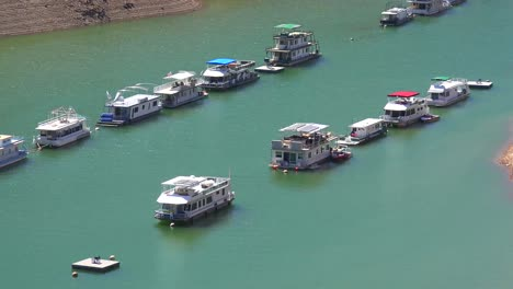 Houseboats-sit-low-in-the-water-at-Oroville-Lake-in-California-during-extreme-drought-1