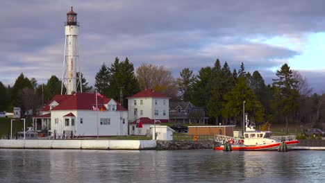 The-Coast-Guard-station-and-lighthouse-at-Sturgeon-Bay-Wisconsin-1
