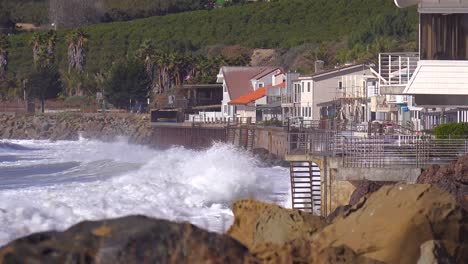 Huge-waves-and-surf-crash-into-Southern-California-beach-houses-during-a-very-large-storm-event