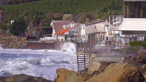 Huge-waves-and-surf-crash-into-Southern-California-beach-houses-during-a-very-large-storm-event-1