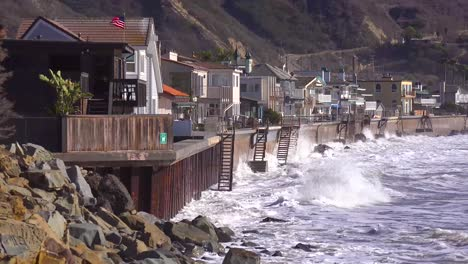 Huge-waves-and-surf-crash-into-Southern-California-beach-houses-during-a-very-large-storm-event-5