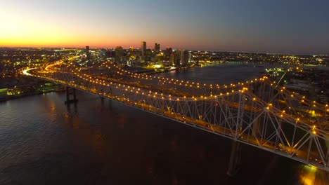 Beautiful-rising-night-vista-aérea-shot-of-the-Crescent-City-Bridge-over-the-Mississippi-Río-revealing-the-New-Orleans-Louisiana-skyline-1
