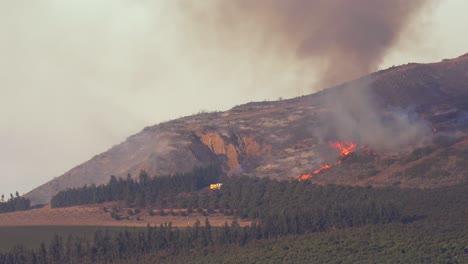 Un-Incendio-Forestal-Se-Quema-Fuera-De-Control-En-Las-Colinas-De-California