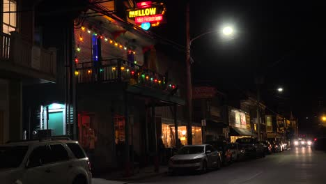 Buildings-bars-and-restaurants-along-a-New-Orleans-street-at-night