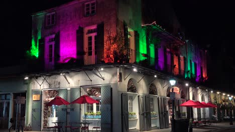 A-brightly-lit-and-colorful-building-in-New-Orleans-French-Quarter