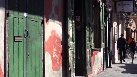 Establishing-shot-of-French-Quarter-New-Orleans-day-5