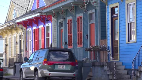 Colorful-houses-line-a-New-Orleans-neighborhood-street
