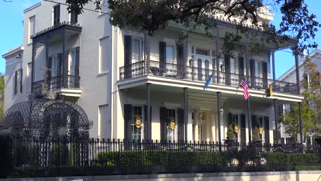 A-beautiful-mansion-in-New-Orleans-Louisiana