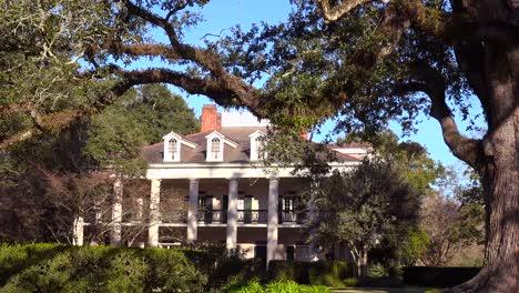 A-beautiful-gracious-Southern-mansion-on-an-estate-amongst-oak-trees