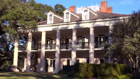 A-beautiful-gracious-Southern-mansion-on-an-estate-amongst-oak-trees-1