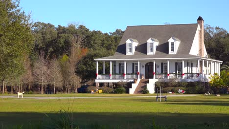 A-pretty-country-house-in-the-South