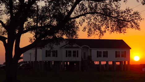 Houses-in-Louisiana-are-built-on-stilts-to-prevent-flooding-from-broken-levies-6