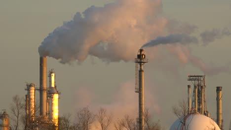 Smokestacks-belch-pollution-into-the-sky