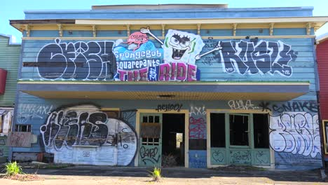 A-building-covered-with-graffiti-at-an-abandoned-amusement-park-presents-a-spooky-and-haunted-image