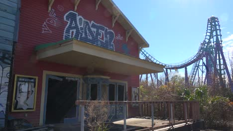 A-building-covered-with-graffiti-at-an-abandoned-amusement-park-presents-a-spooky-and-haunted-image-1