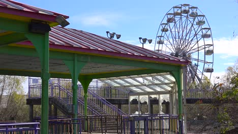 An-abandoned-and-graffiti-covered-ferris-wheel-at-an-amusement-park-presents-a-spooky-and-haunted-image-1
