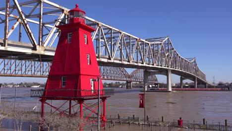 Agua-Alta-A-Lo-Largo-Del-Puente-De-Atchafalaya-Y-La-Casa-De-Guardia-En-La-Ciudad-De-Morgan-Louisiana