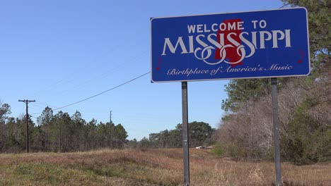 A-sign-welcomes-travelers-to-Mississippi