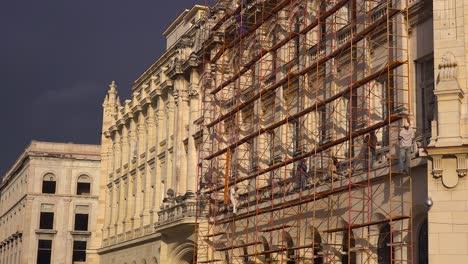 Gebäude-Werden-Langsam-Restauriert-Und-Renoviert-In-Der-Altstadt-Von-Havanna-Kuba