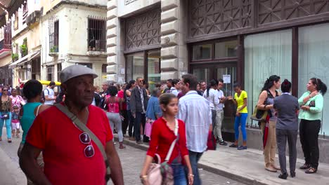 Cubans-wait-in-lines-for-basic-government-services-and-products-in-Havana-Cuba-1