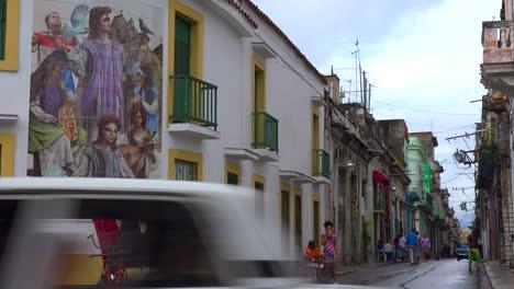 Die-Alte-Stadt-Von-Havanna-Kuba-Mit-Kunstmalereien-An-Den-Gebäuden