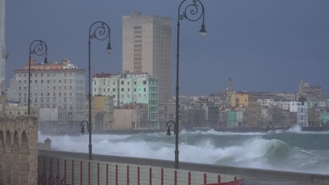 The-waterfront-promenade-of-the-Malecon-in-Havana-Cuba-takes-a-beating-during-a-huge-winter-storm-3