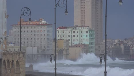 The-waterfront-promenade-of-the-Malecon-in-Havana-Cuba-takes-a-beating-during-a-huge-winter-storm-4