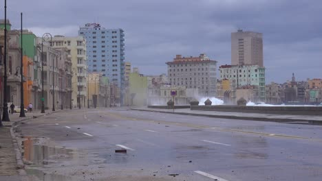 The-waterfront-promenade-of-the-Malecon-in-Havana-Cuba-takes-a-beating-during-a-huge-winter-storm-7