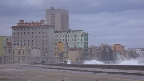 The-waterfront-promenade-of-the-Malecon-in-Havana-Cuba-takes-a-beating-during-a-huge-winter-storm-8