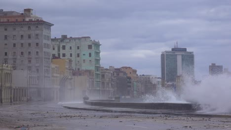 The-waterfront-promenade-of-the-Malecon-in-Havana-Cuba-takes-a-beating-during-a-huge-winter-storm-11