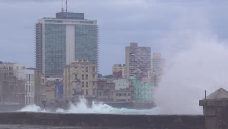 The-waterfront-promenade-of-the-Malecon-in-Havana-Cuba-takes-a-beating-during-a-huge-winter-storm-15
