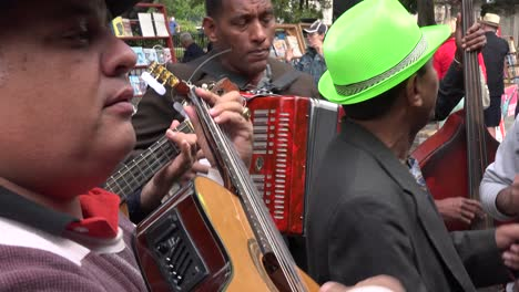 Cuban-musicians-play-on-the-street-in-Havana