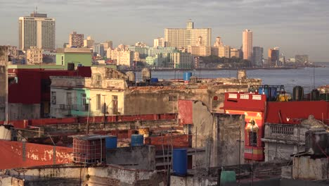 Excellent-establishing-shot-of-Havana-Cuba-with-decaying-buildings-and-skyline-1