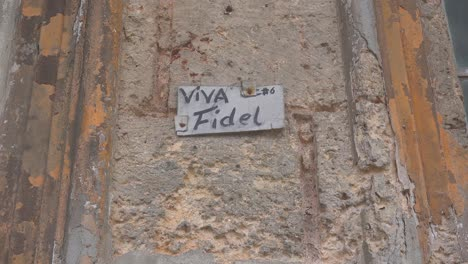 Old-decaying-windows-on-a-building-in-Havana-Cuba-with-a-sign-saying-Viva-Fidel-1