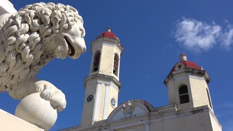 Die-Schönen-Türme-Der-Catedral-De-La-Purisima-Erheben-Sich-über-Dem-öffentlichen-Platz-In-Cienfuegos-Kuba-1