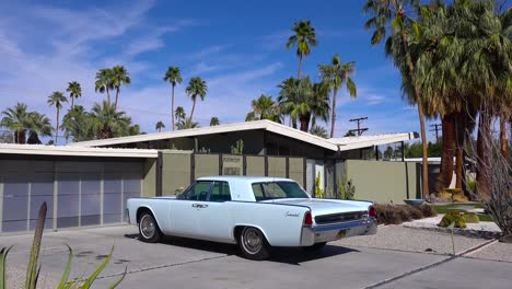 Exterior-establishing-shot-of-a-Palm-Springs-California-mid-century-modern-home-with-classic-retro-cars-parked-outside-3