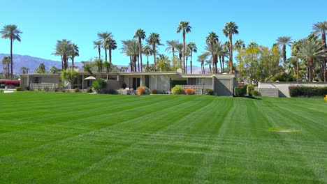 Establishing-shot-of-a-condo-complex-in-Palm-Springs-California-1
