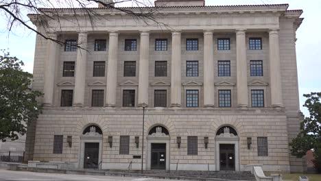 Establishing-shot-of-the-Montgomery-Alabama-courthouse
