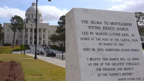 Una-Placa-Fuera-Del-Edificio-De-La-Capital-De-Montgomery-Rinde-Homenaje-A-La-Selma-De-Derechos-Civiles-En-Montgomery-El-1-De-Marzo