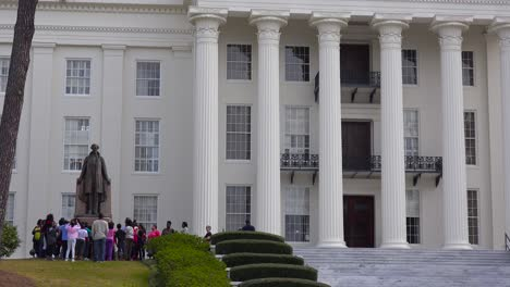 African-american-children-gather-outside-the-Montgomery-Alabama-capital-building-to-remember-America-s-founding-fathers-1