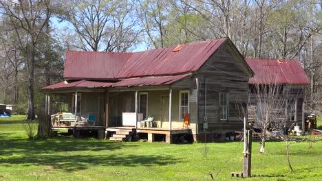 Eine-Heruntergekommene-Alte-Hütte-Im-Ländlichen-Mississippi