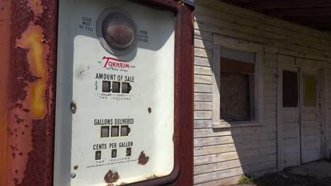 Eine-Heruntergekommene-Alte-Tankstelle-Im-Ländlichen-Mississippi-1