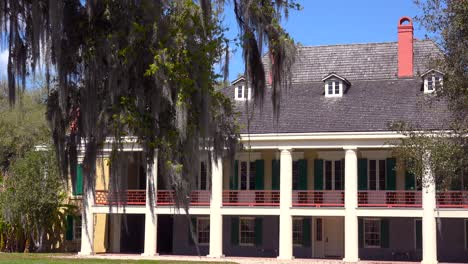 A-wide-shot-of-a-beautiful-gracious-Southern-mansion-on-an-estate-amongst-oak-trees-2