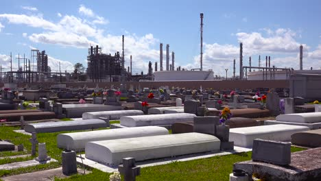 A-cemetery-or-graveyard-in-Louisiana-exists-adjacent-to-a-huge-petrochemical-plant-1