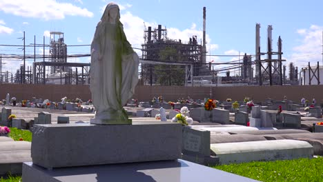 A-cemetery-or-graveyard-in-Louisiana-exists-adjacent-to-a-huge-petrochemical-plant-6