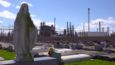 A-cemetery-or-graveyard-in-Louisiana-exists-adjacent-to-a-huge-petrochemical-plant-7
