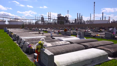 A-cemetery-or-graveyard-in-Louisiana-exists-adjacent-to-a-huge-petrochemical-plant-9