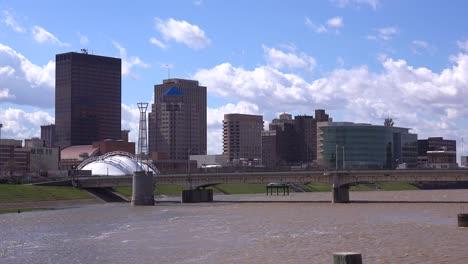 Establishing-shot-of-Dayton-Ohio