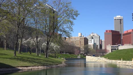 Establishing-shot-of-downtown-Omaha-Nebraska-1