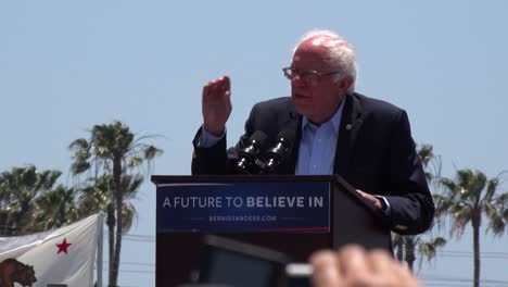 Bernie-Sanders-speaks-in-front-of-a-huge-crowd-at-a-political-rally-2